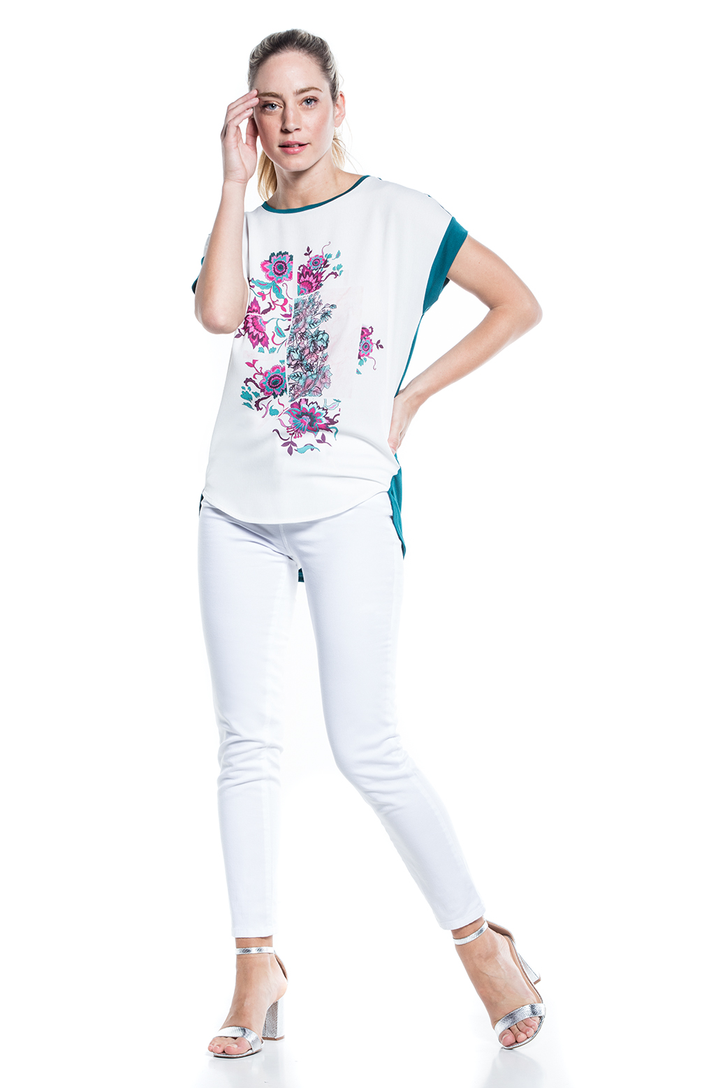 T-shirt with flowerr pattern
