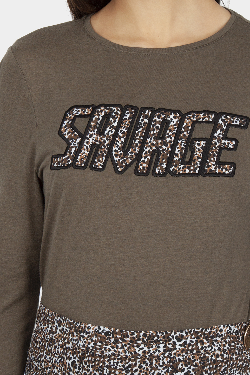 T shirt with embroidery