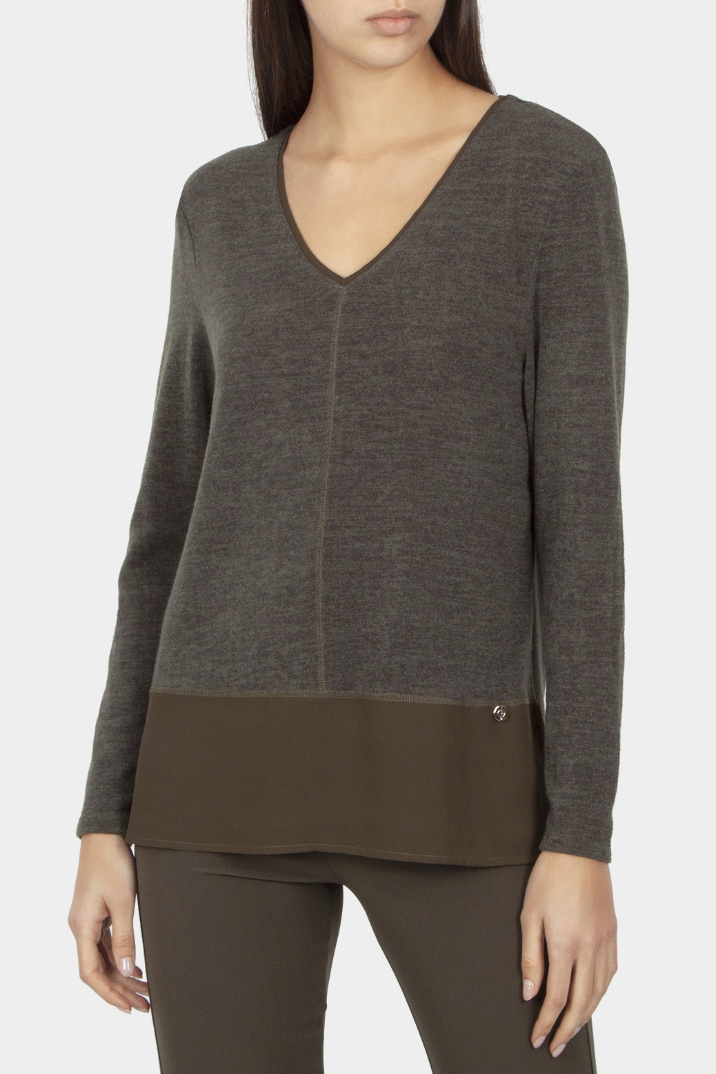 Long sleeved sweater with V-neckline