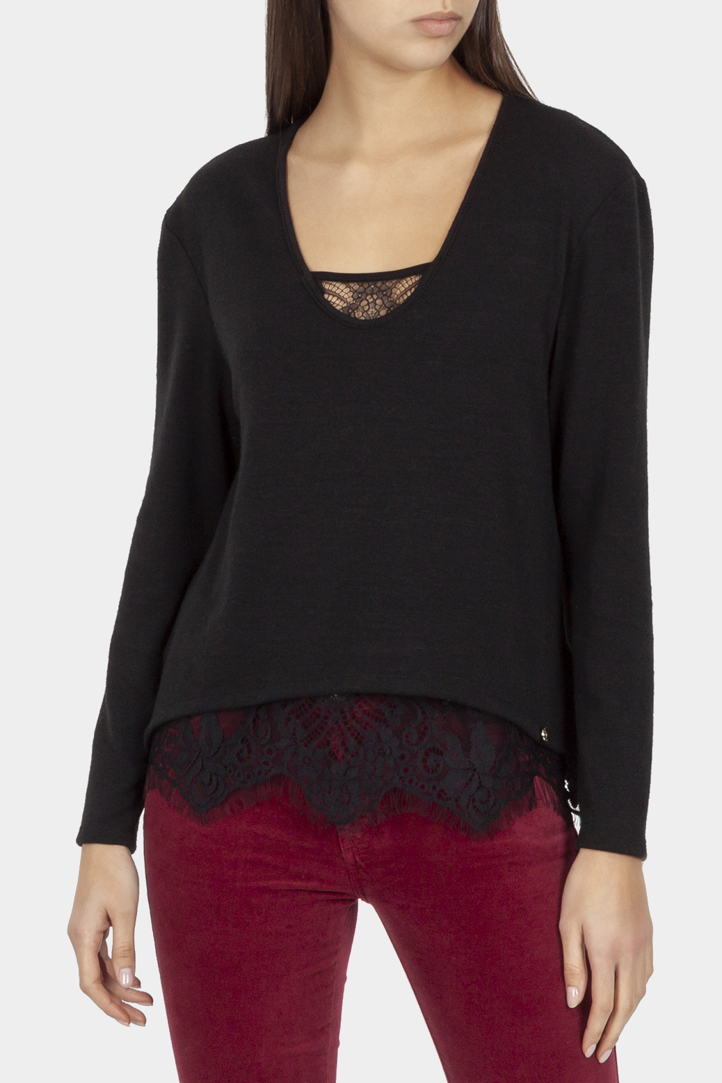 Long sleeved sweater with lace on the neckline