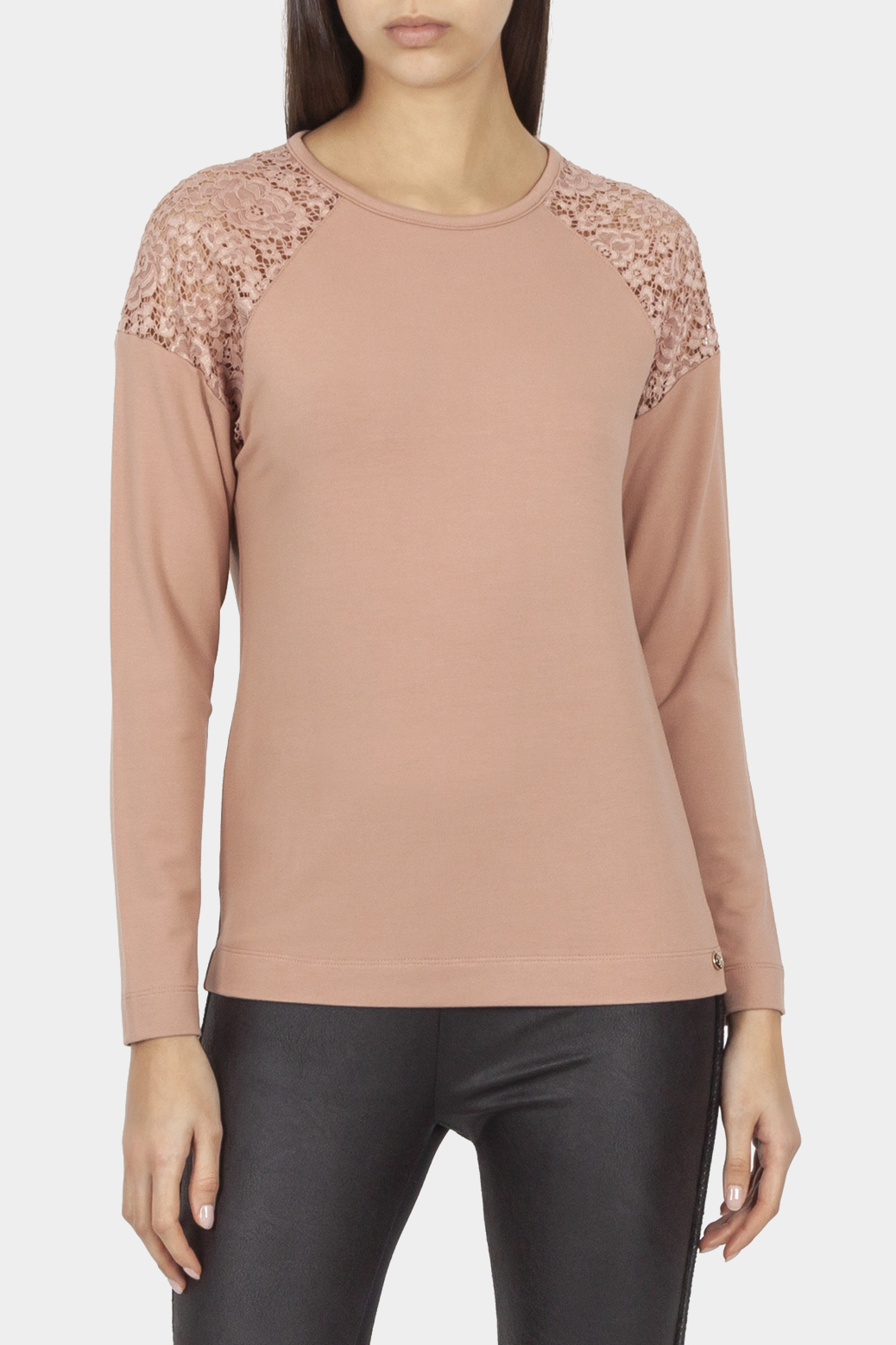 Long sleeved top with lace