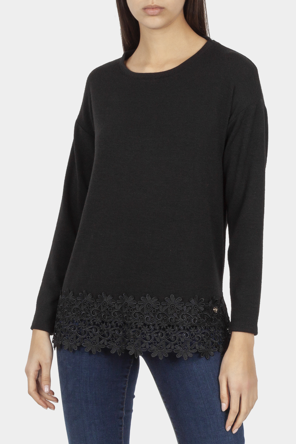 Lace-hem long sleeved top